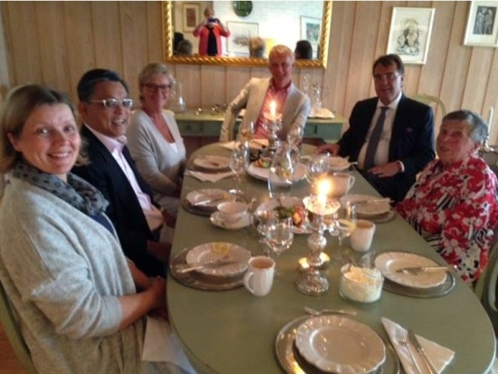 jee say with norwegian family